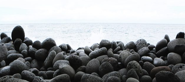 life-of-pix-free-stock-stones-beach-sea-leeroy